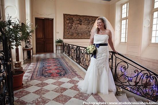 mariage au chteau dermenonville mariee escalier - Chateau D Ermenonville Mariage